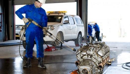 Devemos lavar o motor do veículo?
