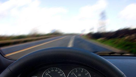 Película escura para carros: entenda o que diz a lei