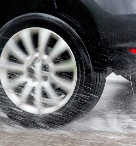 Confira informações e dicas para evitar aquaplanagem