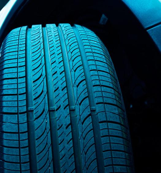 Práticas que diminuem a vida útil dos pneus: saiba como evitar